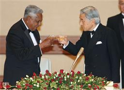 20090511天皇・皇后両陛下、シンガポール大統領夫妻招き晩餐会.jpg