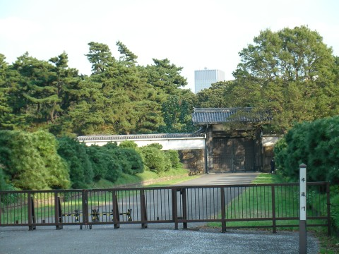 mon030.JPG 皇居半蔵門